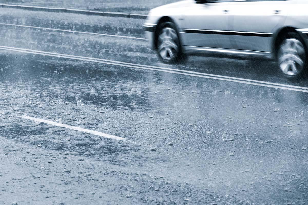 ถนนลื่น