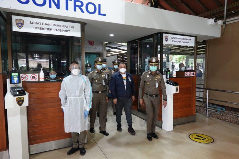 """""""บิ๊กโจ๊ก"""" ควง """"ผู้ว่าฯ สุราษฯ"""" ตรวจ 'สมุยพลัสโมเดล' กำชับทุกหน่วย บูรณาการตรวจเข้มลักลอบจัดปาร์ตี้ ป้องกันแพร่โควิด-19 คลัสเตอร์ใหม่"""